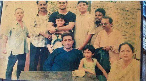 Помните этого индийского актера? Он нашел девочку на свалке. Теперь она уже взрослая.