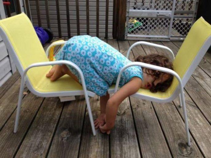 Детки, как котики — могут спать в любом месте и в любой позе! (15 фото)