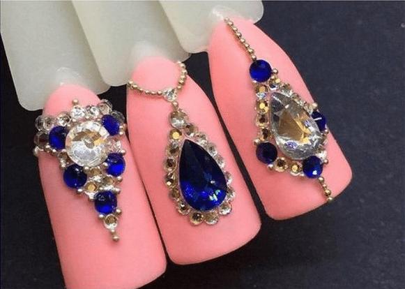 Мода и дизайн для ногтей удивляют: 25 идей маникюра со стразами