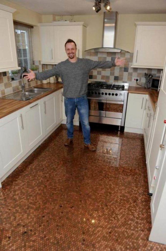 Мужчина сделал пол в доме из 27 тысяч монет и добился результата, которому позавидует любой дизайнер