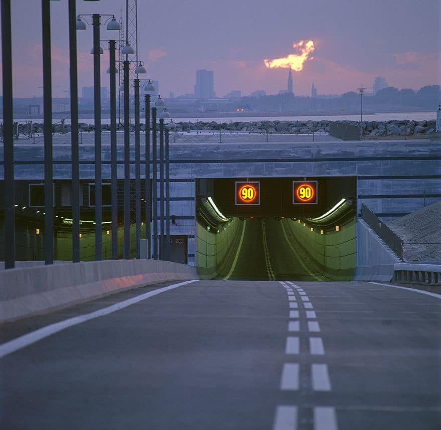 Этот мост превращается в подводный тоннель, соединяя Данию и Швецию (9 фото)